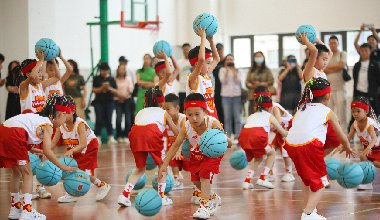 呼和浩特市新城区:小篮球进校园