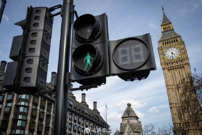 """英国智能信号灯""""因人而异""""亮绿灯"""