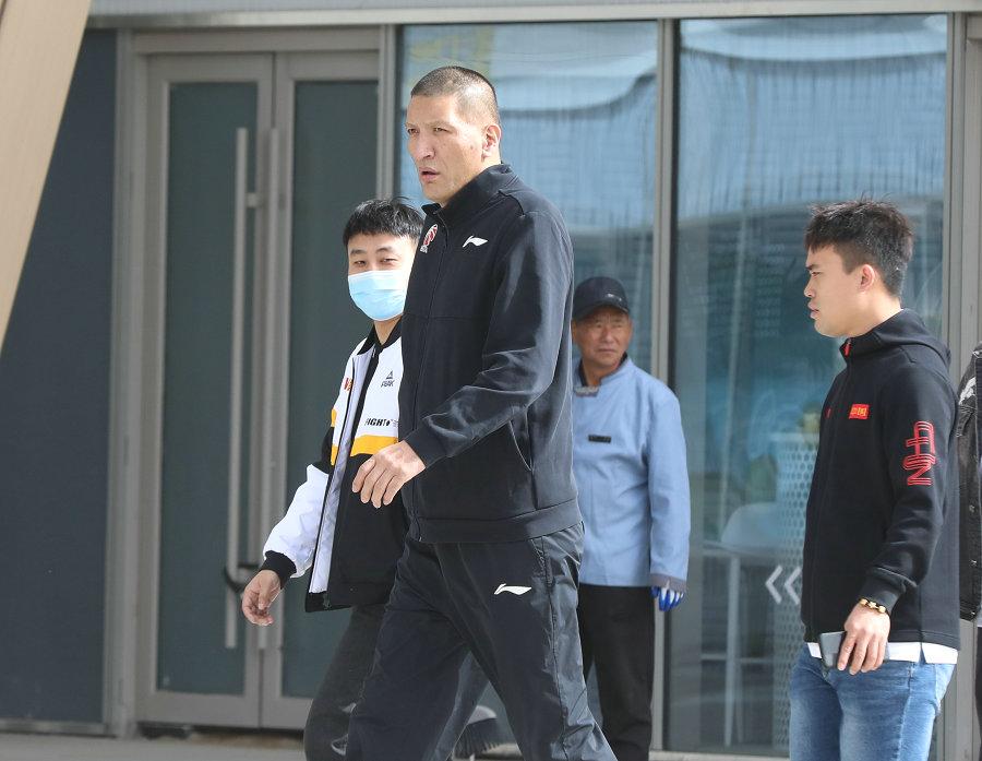 巴特尔现身呼和浩特为中国小篮球联赛助力
