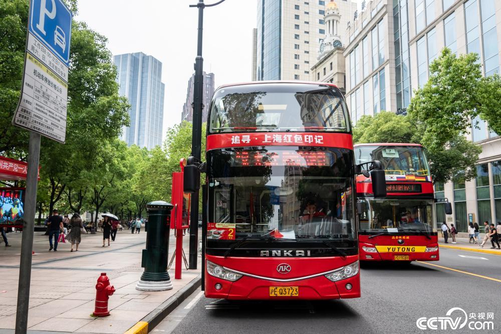 上海推出首条红色旅游巴士专线